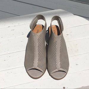 Shoes - Grey Peep Toe Slingbacks Size 71/2